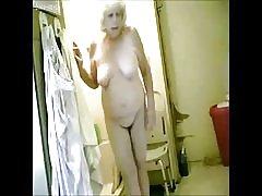 Skvělé! špionáž moje horká babička v koupelně